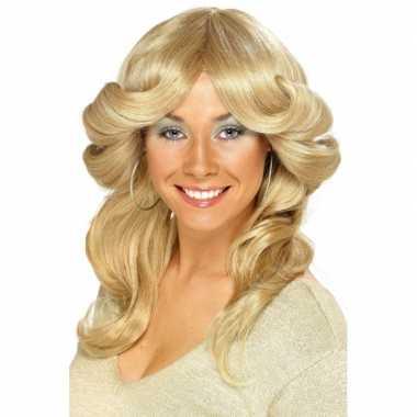Jaren 70 damespruiken blond