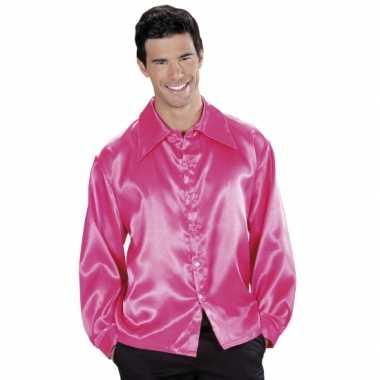 Roze satijnen kleding